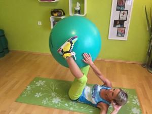 7-Ball zwischen den Beinen diagonal hoch